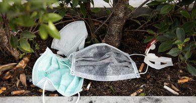 La nuova vita delle mascherine usa e getta: dai tubi alle strade